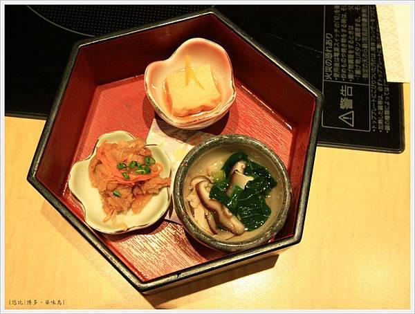 博多-華味鳥-水炊雞鍋-前菜.JPG