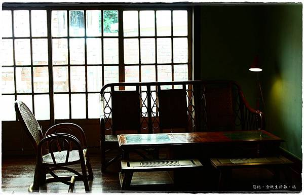 拾光机-店內-後方座位-3.JPG