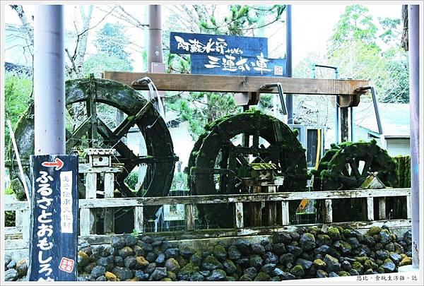 阿蘇神社-三連水車-1.JPG