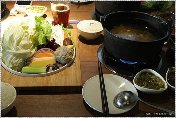 拾七-石鍋+菜盤-1.JPG