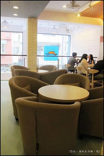 鮭魚咖啡-2F座位-2.JPG