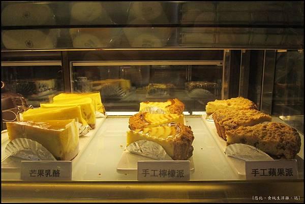 鮭魚咖啡-冰櫃甜點.JPG
