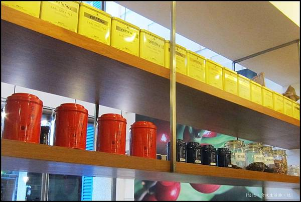 鮭魚咖啡-店內擺飾-1.JPG