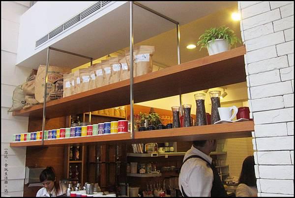鮭魚咖啡-店內擺飾-2.JPG