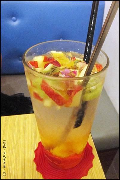 鮭魚咖啡-玫瑰水果冰茶-1.JPG