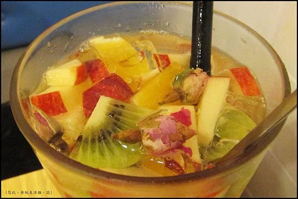 鮭魚咖啡-玫瑰水果冰茶-2.JPG