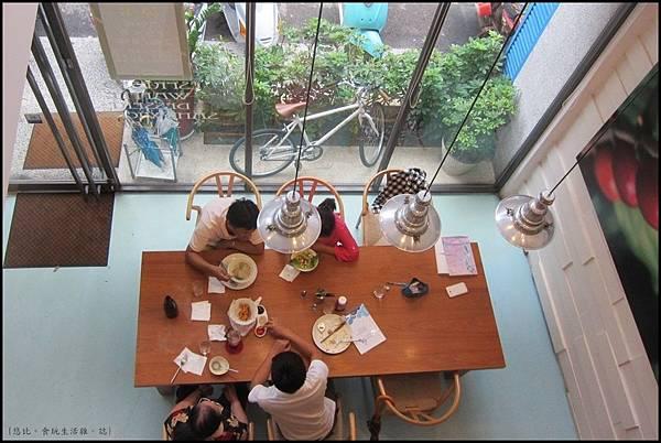 鮭魚咖啡-俯視1F.JPG