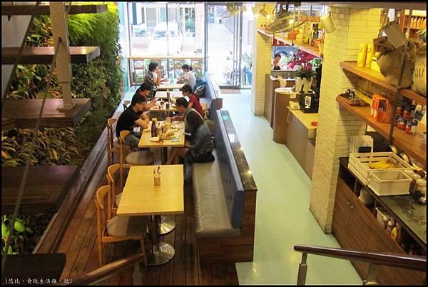 鮭魚咖啡-俯視1F座位.JPG