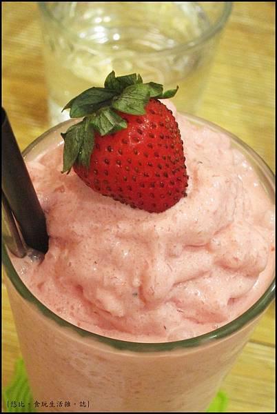 鮭魚咖啡-新鮮草莓冰沙-1.JPG