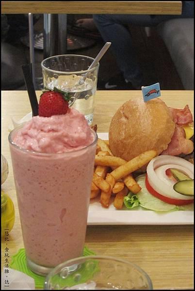 鮭魚咖啡-新鮮草莓冰沙-2.JPG