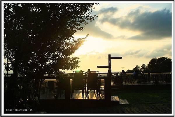 MITAKA 3e CAFE-戶外座位區-3.JPG