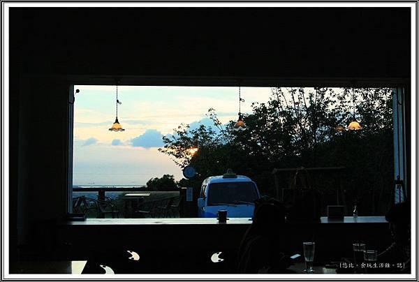 MITAKA 3e CAFE-屋裡屋外-3.JPG