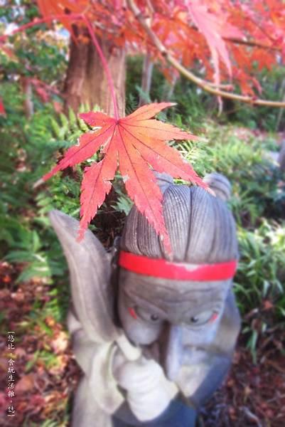晴明神社-式神與楓-1.JPG