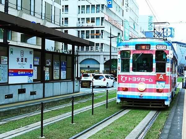 熊本-往縣廳銀杏並木-路面電車.JPG