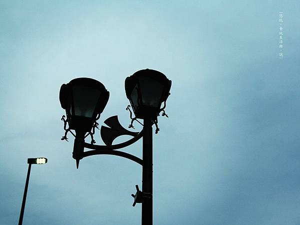 熊本-縣廳銀杏並木-街燈.JPG