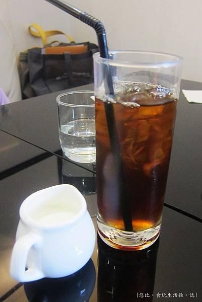 glow cafe-冰咖啡.JPG