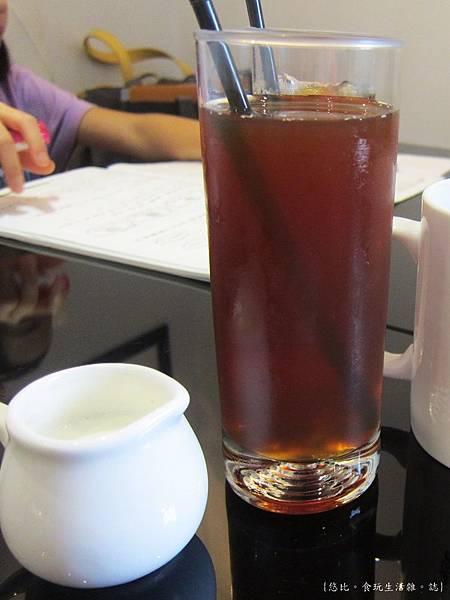 glow cafe-冰紅茶.JPG