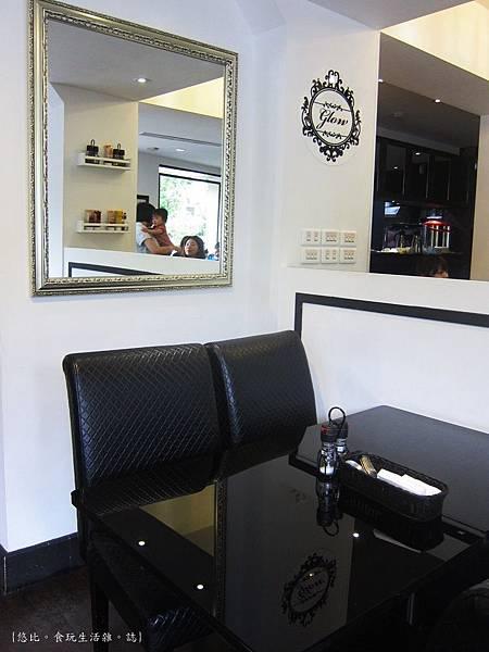 glow cafe-店內座位-5.JPG