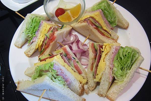 glow cafe-經典總匯三明治-1.JPG