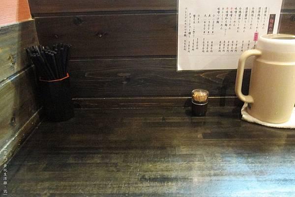 麵屋彩彩-座位.JPG