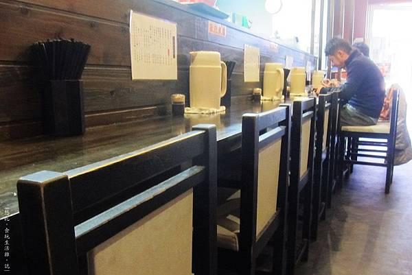 麵屋彩彩-櫃台座位-1.JPG
