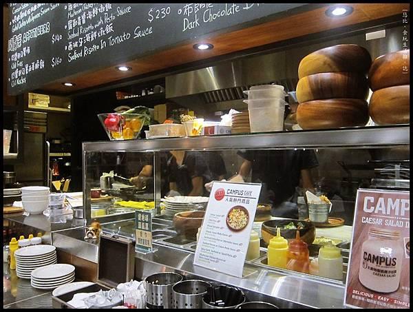 campus cafe-半開放式廚房.JPG