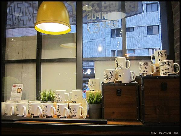 campus cafe-名人馬克杯.JPG