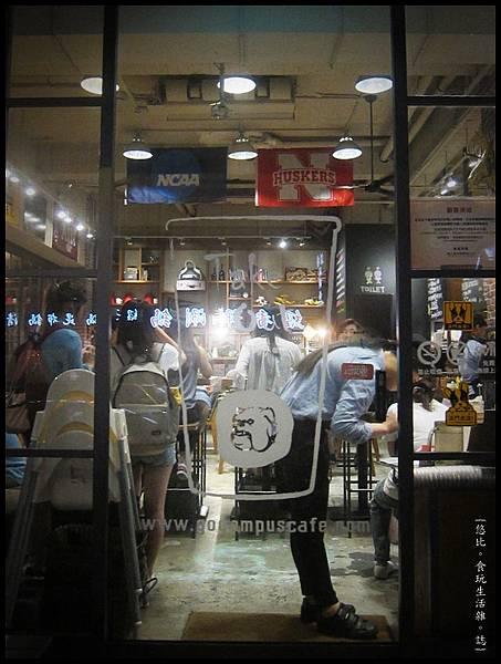 campus cafe-門口-2.JPG