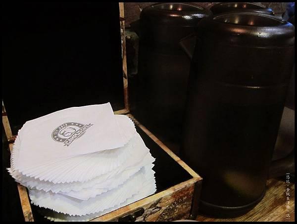 campus cafe-紙巾.JPG