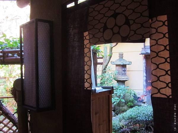 鳥岩樓-1F庭院-1.JPG