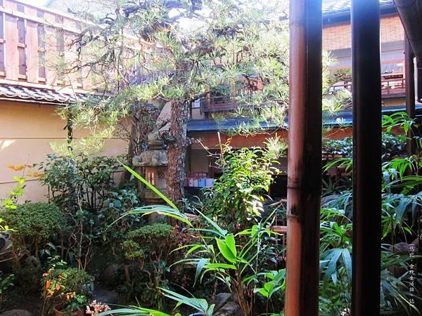 鳥岩樓-1F庭院-2.JPG