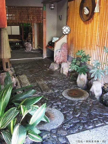 鳥岩樓-廊道庭院.JPG
