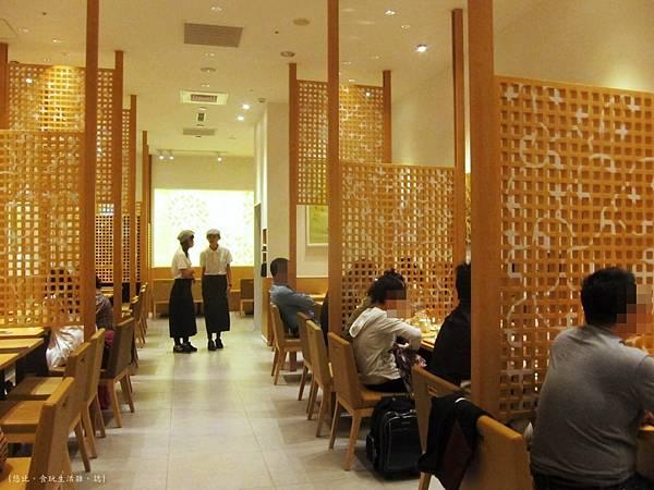 nana's green tea-店內坐位.JPG