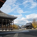 西本願寺-御影堂旁-1.JPG