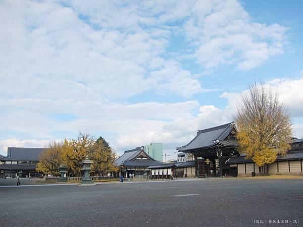 西本願寺-御影堂旁-2.JPG