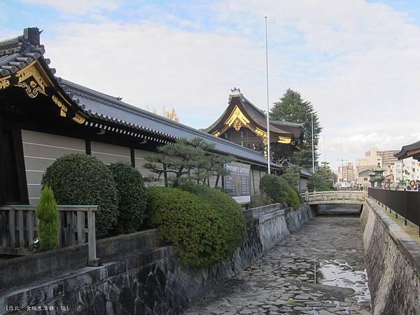 西本願寺-護城河-2.JPG