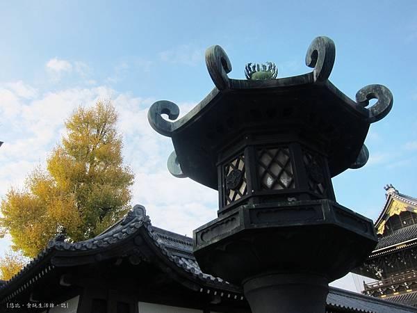 東本願寺-長夜燈.JPG