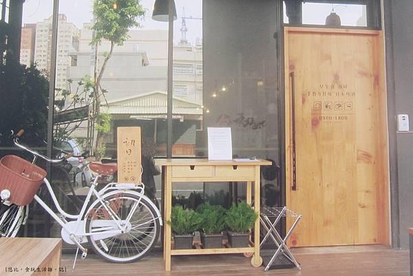 初日-店門口-3.JPG