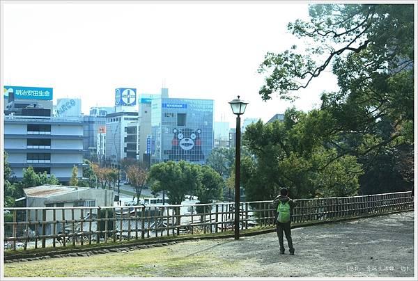 熊本城-櫨群外的熊本熊.JPG