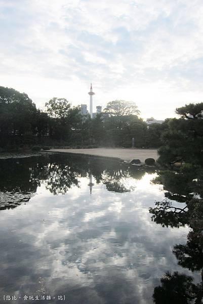 涉成園-印月池京都塔-2.JPG