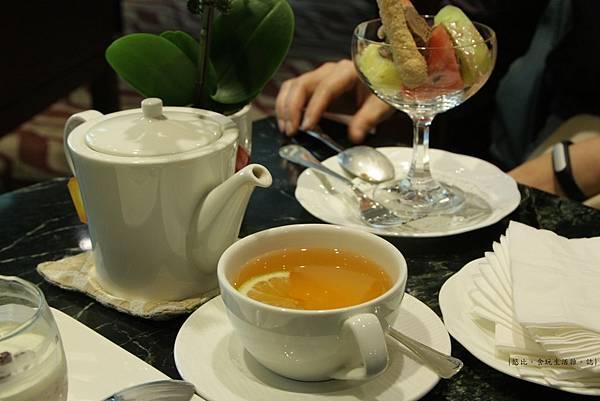 長榮桂冠-冠品鐵板燒-甜點紅茶.JPG