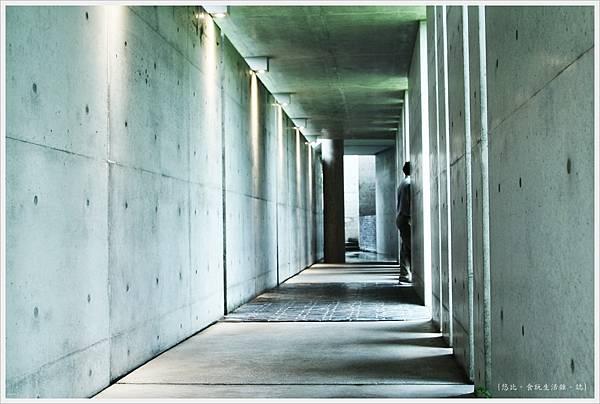 毓繡美術館-入口長廊-6.JPG