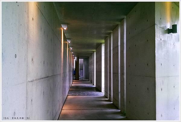 毓繡美術館-入口長廊-8.jpg