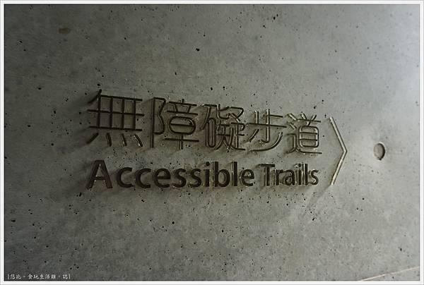 毓繡美術館-入口長廊階梯-3.JPG