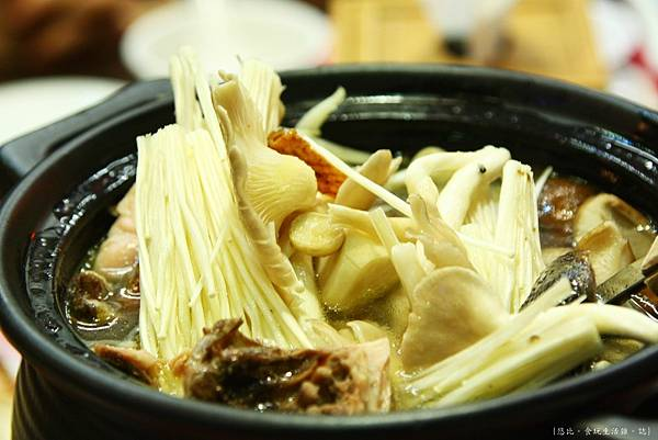 三嘴滷-綜合養生菇雞湯-2.JPG