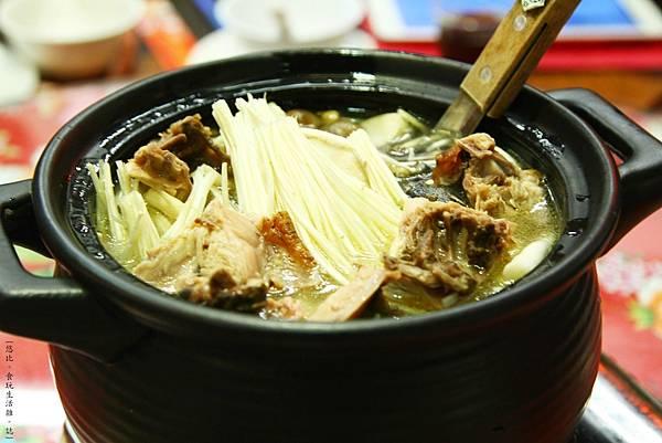三嘴滷-綜合養生菇雞湯-1.JPG