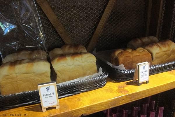 多一點-一F-自家麵包.JPG