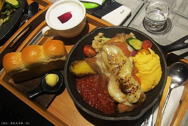 多一點-鐵板蕃茄起司乾酪雞腿+mini吐司-1.JPG