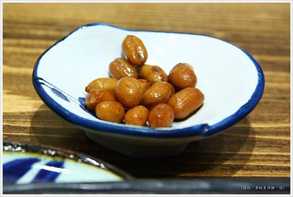 樂座爐端燒 崇德-花生小菜-1.JPG