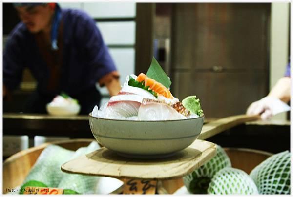 樂座爐端燒 崇德-船槳送菜-綜合刺生.JPG